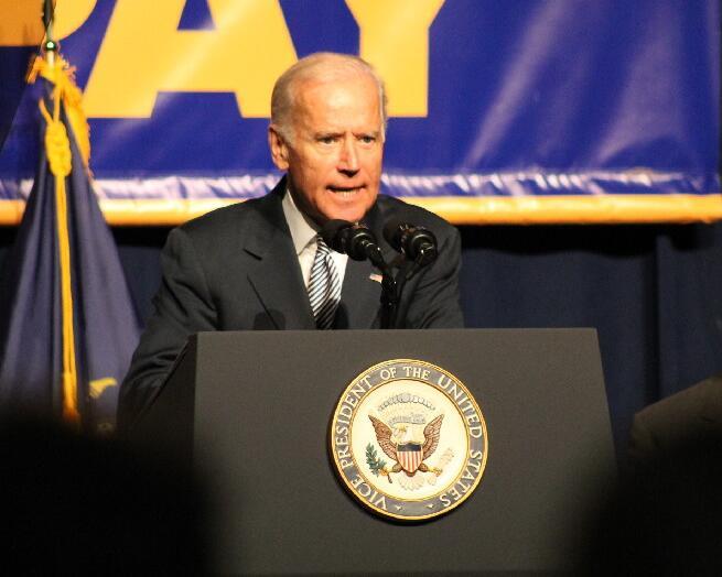 美国副总统拜登应邀出席并讲话。